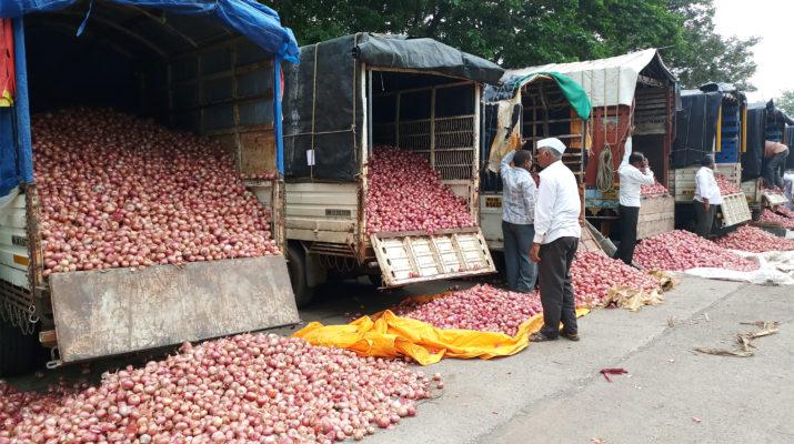 Onion rates today Nashik Lasalgoan Nifad Manmad आजचा कांदा बाजार भाव नाशिक onion grower farmer agitation rates issue scatter political public meeting