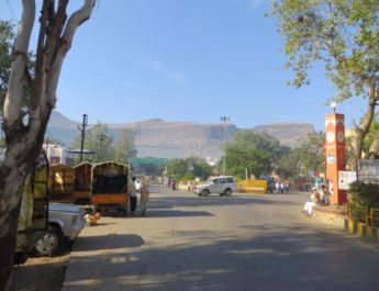 devotee beaten by purohit tryambakeshwar, पुरोहिताने भविकास चोपले, त्र्यंबकेश्वर, पूजा, कालसर्प, पोलीस स्टेशन, kalsarp pooja