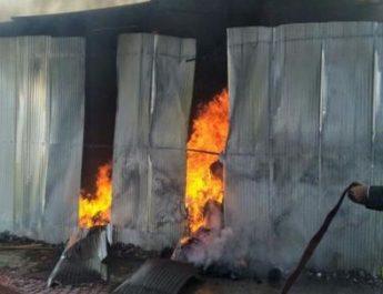 cotton mill fire caught deepali nager nashik कापड मिलला भीषण आग मात्र जीवितहानी नाही नाशिक दिपाली नगर शॉर्टसर्किट महापालिका अग्निशामक दल