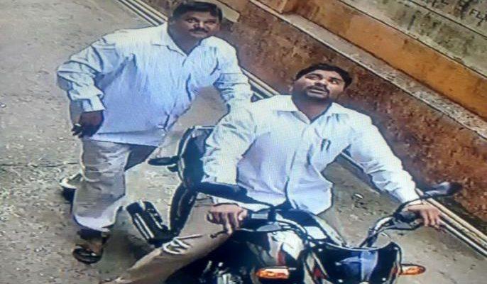 जवळपास चार लाख रुपयांचा मुद्देमाल हस्तगत, police arrested two thieves from sheerampur ahamadnager unit two work, nashik news crime investigation, सरकारी कामे, लुट, श्रीरामपूरची टोळी, नाशिक पोलीस, ग्रामीण पथक, पंचवटी, म्हसरूळ, नाशिकरोड, बिल भरणा, वायरिंग तपासणी,