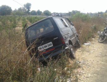 Bokaddare niphad onmi drivers dead body found nashik news lasalgaon, बोकडदरे येथे आढळला जळालेल्या अवस्थेतील वाहनचालकाचा मृतदेह लासलगाव नाशिक जिल्हा मराठी बातम्या
