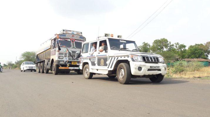 Farmers Strike Lasalgaon Milk tanker transported police security shetkari samp, शेतकरी संप, पोलीस संरक्षण दूध संकलन सुमुल डेअरी, मुंबई शहर