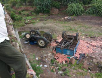 Satana tractor break fail 30 quintal onion loss