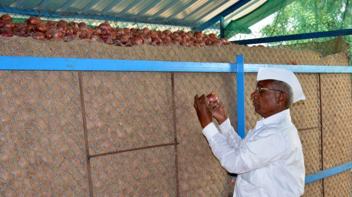 Dio news 11 Sept_Dhanore (2) kanda chal yojana onion chowl scheme advice bring onion phrase manner farmers be patient Nashik News On Web Latest Marathi Agronomy शेतकरी संयम कांदा बाजार भाव जाणकार सल्ला