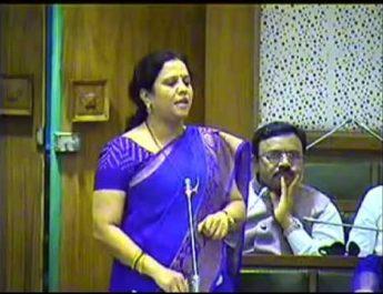 election aachar sanhita case file against bjp candidate nashik News On Web devyani pharande election देवयानी फरांदे नाशिक मध्य विधानसभा २०१९ devyani pharande nashik central